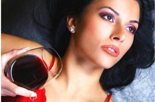 Meggyből vagy kékszőlőből készült-e?