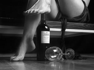 sexy_feet_wine_bottle