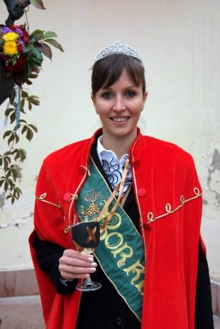 Geszler Csilla 2013 év móri borkirálynője
